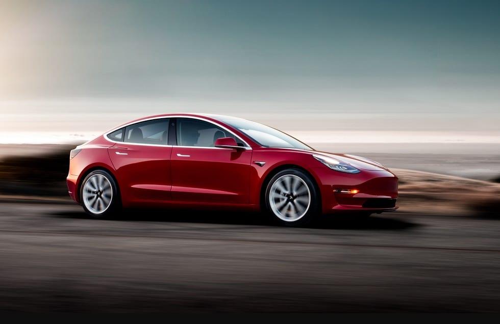 Tesla souffre durement après deux enquêtes sur la qualité de ses produits